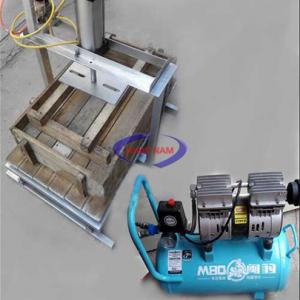Máy ép đậu nén khí (NNTP-M15)với thân máy làm bằng inox không gỉ, dùng cho các hộ gia đình và các xí nghiệp nhỏ chuyên làm đậu. Máy được thiết kết gọn dể sử dụng cho khách hàng.