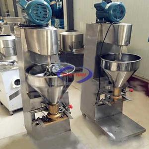 Máy viên thịt tự động YR-010 (NNTP-KB02)được nghiên cứu chế tạo sản xuất căn cứ vào nhu cầu sản xuất thịt, cá viên. Nguyên liệu được lựa chọn là inox sáng và các linh kiện bằng đồng, phù hợp với tiêu chuẩn vệ sinh thực phẩm. Máy có mẫu mã đẹp, chiếm ít diện tích, tiết kiệm điện, hiệu quả làm việc cao, mỗi phút có thể sản xuất ra khoảng 150-200 viên.  Máy có 03 bộ khuôn lớn, vừa, nhỏ để lựạ chọn. Máy là thiết bị sản xuất thực phẩm lý tưởng nhất cho viên thịt, cá…  Để làm bò viên quý vị cần xay nhuyễn thịt, cá. Sau đó đưa khối thịt,cá đã xay đó vào máy làm viên để tạo viên. Quý vị lưu ý kiểm tra kích cỡ viên ra và đặt một chậu nước ấm phía đầu ra của viên để lấy viên thịt cá