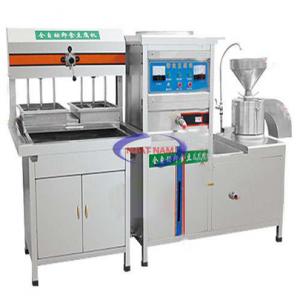 Máy làm đậu phụ 100 kg/h (NNTP-M31)Là một trong những thiết bị quan trọng được thiết kế tối ưu về chế biến thực phẩm. Máy có thể thay thế rất nhiều lao động lành nghề làm việc cùng một thời điểm, đảm bảo vệ sinh an toàn thực phẩm khi chế biến.