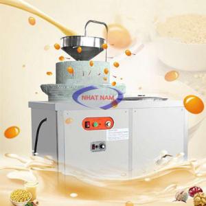 Máy xay đậu nành cối đá dùng điện YC-350 (NNTP-M32)Là một trong những thiết bị quan trọng được thiết kế tối ưu về chế biến thực phẩm. Máy có thể thay thế rất nhiều lao động lành nghề làm việc cùng một thời điểm, đảm bảo vệ sinh an toàn thực phẩm khi chế biến.