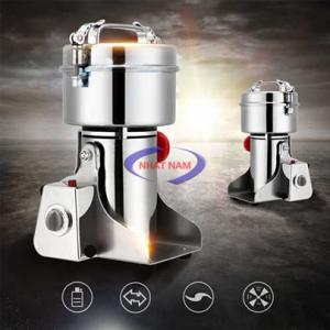Máy xay bột mịn 3kg/ 1 mẻ 4100W (NNXB-07)Máy phần lớn được làm bằng loại inox không gỉ, khá dầy, dễ dàng tháo lắp, dễ dàng vệ sinh máy sau mỗi lần sử dụng, máy chạy ổn định