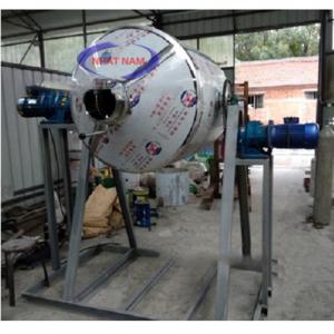 Máy trộn bột khô dạng trống 200 kg/mẻ (NNTB-36)được thiết kế dạng bồn ngang, tốc độ cánh trộn cao, ổn định, có thể trộn đều các loại nguyên liệu dạng bột với tỷ lệ và độ mịn khác nhau  – Máy có cấu tạo đơn giản, dễ dàng vệ sinh sau khi vận hành  – Bộ phận tiếp xúc với nguyên liệu được làm bằng thép không gỉ, đảm bảo an toàn vệ sinh chế biến.