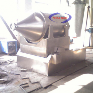 Máy trộn bột 2D-300L (NNTB-48)là dòng thiết bị trộn bột cỡ lớnđược nhập khẩu và phân phối trên toàn quốc.  – Máy có thể trộn nguyên liệu với khối lượng lớn trong thời gian ngắn, chất lượng bột đều, mịn...