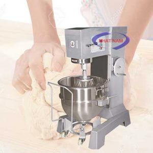 Máy trộn bột 80 lít dạng đứng (NNTB-41)là sản phẩm hỗ trợ người thợ làm bánh thay cho việc trộn bánh một cách thủ công, mất nhiều thời gian, thì ngày nay, bạn có thể sử dụng một chiếc máy trộn bột để nhào bột, trộn bột giúp cho việc làm bánh dễ dàng hơn rất nhiều, bột được trộn nhanh hơn, đều hơn, mịn hơn.