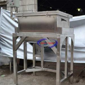 Máy trộn bột Inox 500L (100kg/mẻ) (NNTB-49)là công cụ hỗ trợ đắc lực không thể thiếu tại các cửa hàng bánh ngọt, các doanh nghiệp sản xuất bánh giúp chất lượng bột tốt hơn, tiết kiệm thời gian và công sức và sản phẩm được đảm bảo vệ sinh.