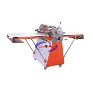 Máy cán bột đứng SouthStar NFQ-520 (NNCB-A13)là dòng máy có chức năng làm phẳng khối bột thành 1 lớp mỏng mịn trong dây chuyền làm bánh mì. Với dòng máy này, chủ các tiệm bánh sẽ giảm được nhân công trong quá trình làm bánh.