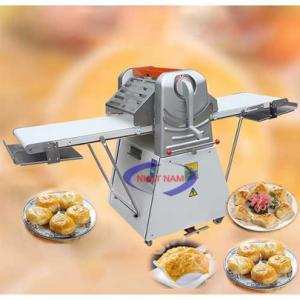 Máy cán bột hai chiều Nhật Nam (NNCB-A22)  – Máy cán bột hai chiều phù hợp với các cửa hàng bán bánh lớn, các siêu thị, các gian bếp nhà hàng, khách sạn cần cung cấp một lượng bánh lớn trong thời gian ngắn...