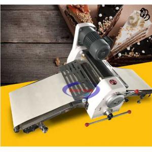 Máy cán bột 2 chiều để bàn (NNCB-A12)là dòng máy có chức năng làm phẳng khối bột thành 1 lớp mỏng mịn trong dây chuyền làm bánh mì. Với dòng máy này, chủ các tiệm bánh sẽ giảm được nhân công trong quá trình làm bánh.