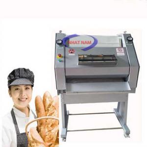 Máy vê bột Southstar NFZ-750 (NNVB-06)là một trong những sản phẩm nổi bật trong dây chuyển sản xuất bánh mì chuyên dụng. Một chiếc máy vê bột chonăng suất cao bằng 5 thợ vê bánh kinh nghiệm trong cùng một khoảng thời gian.  Máy vê bột làm bánh Nhật nam được khách hàng đánh giá cao nhờ tính chuyên nghiệp, tiết kiệm nhiều chi phívàthời gian làm bánh cũng rút ngắn đáng kể.