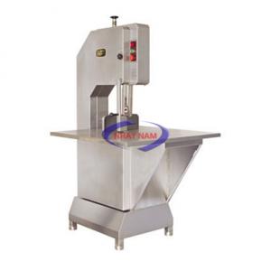 Máy cưa xương JG-300A (NNTP-A14)là thiết bị chế biến thực phẩm dùng để cưa xương ra từng khúc nhỏ và phục vụ cho việc chế biến thực phẩm của mình. Sản phẩm được công ty nhập khẩu từ nước ngoài và được sản xuất chế tạo với công nghệ cao cấp của các nhà sản xuất nổi tiếng trên thế giới