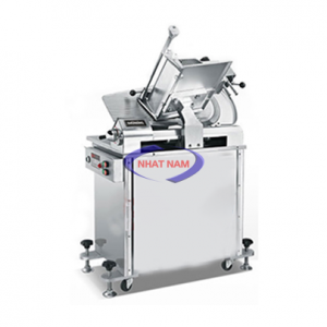 Máy thái thịt tự động IS-350 (NNTT-A24)  là dòng máy có hai động cơ công suất lớn, mỗi động cơ ứng với một quá trình làm việc của máy, một động cơ dành cho quay lưỡi dao tròn và một động cơ dùng để đưa thịt qua lại. Với cấu tạo như vậy thì việc mà sản phẩm IS-350 luôn là sản phẩm đứng đầu về chất lượng cũng như đảm bảo vệ sinh an toàn thực phẩm do có cấu tạo bằng hợp kim nhôm không gỉ, rất bền với thời gian.
