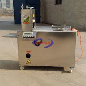 Máy thái thịt đông lạnh tự động (180-240 lát/phút) (NNTT-A29)Máy là sự lựa chọn hàng đầu trong ngành chế biến thực phẩm, phục vụ cho nhà hàng lớn nhỏ trong nước và quốc tế. Ưu điểm của máy: – Lát cắt nhỏ gọn, sử dụng thiết kế tối ưu  – Dao cắt và lưỡi cắt được làm từ thép không gỉ, có độ cứng và hạn chế mài mòn  – Máy cắt 2 mặt, hiệu quả cao  – Máy có khả năng điều chỉnh được độ dày mỏng của thịt  – Sử dụng thiết kế núm áp suất nhằm đảm bảo sản phẩm đều, đẹp.