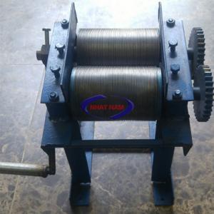 Máy thái bì quay tay ST (NNTT-B01)  thiết bị giải phóng sức người và tiết kiệm thời gian trong các làng nghề nem, nộm trên đất nước ta.