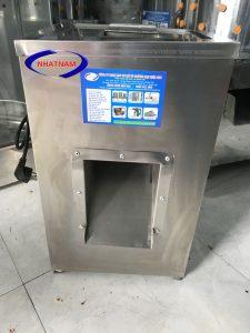 Máy thái thịt tươi sống DQ-1 (NNTT-A15)với công suất 750W cho năng suất thái thịt từ 100- 150 kg/h tương đương với khoảng 20 nhân công làm việc liên tục trong cùng khoảng thời gian.
