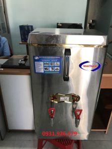 Máy đun nước nóng công nghiệp HL120 (NNNH-A04)  Máy đun nước nóng là sản phẩm được sử dụng công nghệ tự động hóa cao, thuận tiện cho người dùng với đồng hồ báo nhiệt độ và mực nước chuẩn, ngoài ra máy đun nước nóng còn được lắp đặt ống điện trở đặc biệt và hệ thống ngắt nước tạo sự bền bỉ cho việc bảo vệ ống dẫn nhiệt.