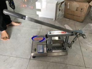 Máy chặtxương dùng tay (NNCX-A01)là thiết bị không thể thiếu được trong các khâu của công đoạn chế biến thực phẩm.