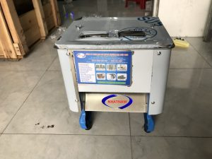 Máy thái thịt 2 kích thước (NNTT-A11)Là một trong những thiết bị quan trọng được thiết kế tối ưu về chế biến thực phẩm. Máy có thể thay thế rất nhiều lao động lành nghề làm việc cùng một thời điểm, đảm bảo vệ sinh an toàn thực phẩm khi chế biến.
