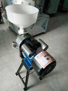 Máy xay bột nước LT-BN1500 (NNTP-L01)là loại máy hỗ trợ người sử dụng và nâng cao năng suất công việc.Hiện nay nhu cầu làm bún, làm bánh đang ngày càng mở rộng, nhưng để đảm bảo an toàn vệ sinh thực phẩm, các hộ gia đình, các cơ sở làm bún, làm bánh đã đầu tư mua máy xay bột nước để chủ động hơn trong việc sản xuất bột nước.