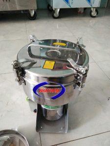 Máy xay bột mịn 2.5kg/ 1 mẻ (NNXB-05)  – Máy phần lớn được làm bằng loại inox không rỉ, khá dày, dễ dàng tháo lắp, dễ dàng vệ sinh máy sau mỗi lần sử dụng, máy chạy ổn định