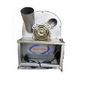 Máy thái hành tỏi motor nhỏ (NNCQ-A05)là dòng máy được Công ty Nhật Nam phân phối. Sản phẩm dùng cho nhà hàng, cơ sở chế biến thực phẩm, cơ sở sản xuất bánh cuốn, xôi…Bạn là chủ cơ sở nhà hàng chế biến các món ăn nhậu hay phải chế biến các loại gia vị hành tỏi ớt su hào cà rốt….