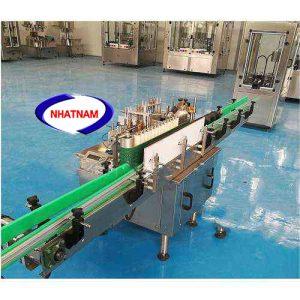 Máy dán decal hồ keo tự động (NNDC-14) thích hợp cho chai hình tròn với một nhãn. Phóng nhãn, đưa chai, phết và dán nhãn được hoàn thành một lần hoàn toàn tự động.