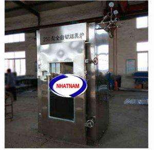 Lò xông khói 250 kg (NNLXK-07) là thiết bị cần thiết trong các cơ sở sản xuất xúc xích, thịt bò, thịt trâu hun khói..