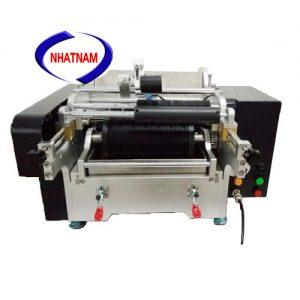 Máy dán decal hồ keo (NNDC-07) chủ yếu được sử dụng cho ngành công nghiệp thực phẩm, rượu và ngành dược phẩm… thích hợp cho mô hình sản xuất nhỏ, tiết kiệm thời gian, nâng cao hiệu quả.