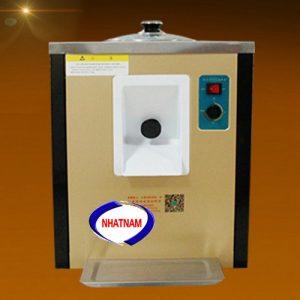 Máy làm kem cứng (NNMLK-A07)là dòng máy mới được Nhật Namcung cấp, với công nghệ làm kem cứng kiểu mới, mang đến những ly kem cứng hơn, ngon hơn tận hưởng cái lạnh buốt cực đã