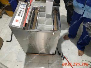 Máy hút chân không chè LD-600 (NNMH-B05)là thiết bị không thể thiếu được cho ngành sản xuất chè ở Việt Nam,Việt Nam vốn là nơi sản xuất chè lớn, và là vựa chè có tiếng trên thế giới  – Để bảo quản chè được đi xa hơn quảng bá xa hơn cho tất cả mọi người ở mọi quốc gia thì người sản xuất chè Việt Nam không thể không xác định phải đầu tư cho cơ sở sản xuất chè của mình một máy hút chân không.