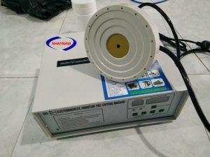 Máy dán màng seal bán tự động 500C (NNMS-02)Máy seal màng nhômsử dụng công nghệ tiên tiến nhất với lõi từ tần số cao, máy chạy ổn định, ít tổn hao nhiệt  – Sử dụng phù hợp cho tất cả các loại chai: PE, PET, PVC, HDPE, ABS, PP, PS, chai thủy tinh