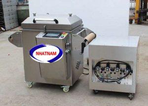 Máy hút chân không 4 khay (NNMH-B34)là dạng máy hút chân không chuyên dụng cho khay nhựa  – Máy hút chân không giúp bảo quản sản phẩm tốt hơn, kéo dài thời gian sử dụng của sản phẩm.