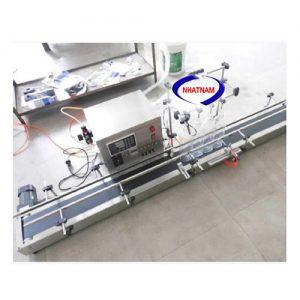 Máy chiết rót dung dịch 4 vòi (NNDC-A20)là dòng máy chiết rót đượcCông Ty Nhật Namnhập khẩu và phân phối trên toàn quốc với giá thành hợp lí, chất lượng đảm bảo.  Thiết bị dùng để chiết rót các loại dung dịch lỏng, cho độ chính xác cao, có thể thể làm việc liên tục.