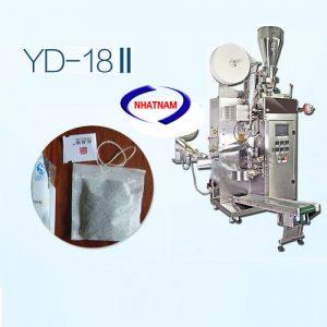 Máy đóng gói trà túi lọc YD-18 (NNĐG-I21)là loại máy hoạt động hoàn toàn tự động thực hiện các thao tác tự động xuống liệu, định lượng, tạo túi màng lọc, kẹp chỉ, tem nhãn và ra sản phẩm.
