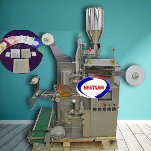 Máy đóng gói trà túi lọc 2 lớp (NNĐG-A34) Máy hoạt động theo nguyên lý vô cùng đơn giản, dùng cơ khí để ép nhiệt, hoạt động theo quy trình, dễ điều chỉnh và ổn định.