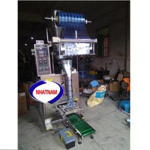 Máy đóng gói tự động 500 - 1000 gam (NNĐG-A24)là loại máy chuyên dùng để đóng gói, bảo quản thực phẩm  – Chức năng chính của máy là thực hiện chủ yếu 2 chức năng: giúp cho nhà sản xuất hoàn thiện bao bì, đảm bảo được số lượng của sản phẩm, định khối lượng sản phẩm.