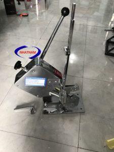 Máy buộc đầu xúc xích dập tay (NNXX-B01) Máy có hệ thống dập ghim và xoắn đầu, tiện lợi cho việc buộc đầu xúc xích