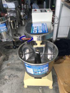 Máy trộn bột mì 7kg VN (khung thép) (NNTB-16)Thường được sử dụng cho các lò bánh mì , các cơ sở làm bánh ngọt, bánh trung thu, bánh bao....
