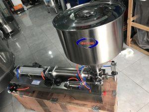 Máy chiết rót 1 vòi (NNDC-D08)là thiết bị chuyên dùng để chiết rót các loại dung dịch đặc, sệt, trong ngành thực phẩm, dược phẩm, hóa chất.  – Máy có hệ thống điều chỉnh tốc độ chiết rất chính xác và điều chỉnh dung tích chiết vào chai dễ dàng