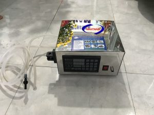Máy chiết rót 500A (NNDC-D23)được sử dụng rộng rãi trong các cơ sở sản xuất chiết rót hóa mỹ phẩm, phù hợp cho các phòng thí nghiệm các tiệm làm đẹp, cho các doanh nghiệp vừa và nhỏ.  -Là dòng máy chiết rót bán thủ công công suất nhỏ, máy được cấu tạo từ chất liệu Inox cao cấp, không han gỉ, không ăn mòn.