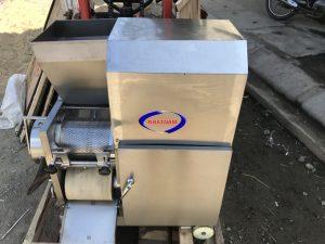Máy tách xương cá CR-300 inox (NNTX-09)là khâu quan trọng khi tạo viên cá, giúp cho người sản xuất lọc bỏ khỏi xương cá ra khỏi thịt cá và làm nhuyễn thịt cá.  -Máy tách xương cá luôn là bạn đồng hành của những xưởng sản xuất.