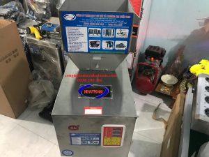 Máy định lượng chất rắn 50-2000 gam (NNĐL-06)được dùng đểđịnh lượng các sản phẩm có độ chính xác cao, định lượng các sản phẩm nhiều quy cách đa dạng, phù hợp cho các sản phẩm dạng hạt, bột…