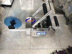 Máy dán nhãn decal chai tròn bántự động MT-50 (NNDC-03)Máy có chất lượng dán nhãn hoàn hảo, không có nếp nhăn, không có bong bóng, chất lượng cao để tăng khả năng cạnh tranh sản phẩm.