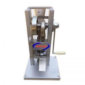 Máy dập viên nén 1 chày quay tay (NNND-D01) là thiết bị tạo hình từ nguyên liệu dạng bột, dạng hạt nhỏ. Có rất nhiều sản phẩm khác nhau trên thị trường từ các dòng máy dập viên thủ công đến những loại máy dập tự động hoàn toàn với nhiều chày hoạt động liên hoàn.
