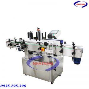 Máy dán nhãn chai tròn tự động LT-2200 (NNDC-22)được Công Ty Nhật Nam nhập khẩu và phân phối trên thị trường toàn quốc. Máy phù hợp cho các nhà máy sản xuất mỹ phẩm, thực phẩm, đồ uống,,,,