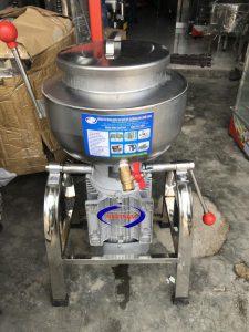 Máy xay giò chả 3kg/mẻ có bao đá (NNXT-A07)chuyênđể làm giò chả , chả cá ,,,Là một trong những thiết bị quan trọng được thiết kế tối ưu về chế biến thực phẩm, đảm bảo vệ sinh an toàn thực phẩm khi chế biến.
