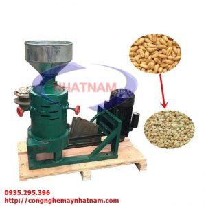 Máy bóc vỏ đậu xanh khô (NNCQ-B21)được Công Ty Nhật Nam nhập khẩu và phân phối trên thị trường toàn quốc. Máy có chức năng chính là bóc tách các loại vỏ đậu ( đậu xanh, đậu nành, đậu đen,,,,). Máy được sử dụng phổ biến trong các cơ sở sản xuất, chế biến chuyên về đậu.