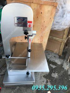 Máy cưa xương J310 là thiết bị không thể thiếu trong các nhà bếp và các xưởng chế biến thực phẩm. – Máy cưa xương không chỉ cưa xương lợn, xương bò mà còn có thể dùng để cưa, cắt các loại thịt, cá đông lạnh