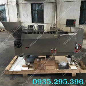 Máy chiết rót và hàn ống tiêm 4 đầu (NNDC-D32)chủ yếu sử dụng trong sản xuất đóng gói ống tiêm.