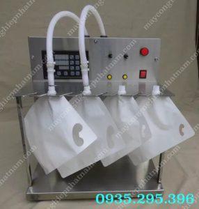 Máy chiết rót dung dịch 2 vòi vào túi (NNDC-A14)được sử dụng để định lượng tự động, đếm số sản phẩm tự động, xi lanh tự động hút-bơm làm đầy.