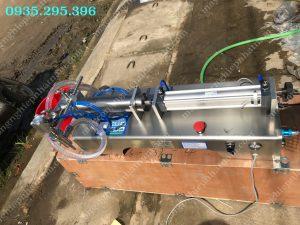 Máy chiết rót 1 vòi (NNDC-D30)là thiết bị chuyên dùng để chiết rót các loại dung dịch lỏng, đặc, sệt trong ngành thực phẩm, dược phẩm, hóa chất.